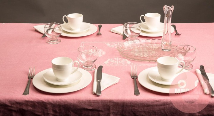 TABLESCAPE: PORCELAIN & MAGNIFYING CRYSTAL