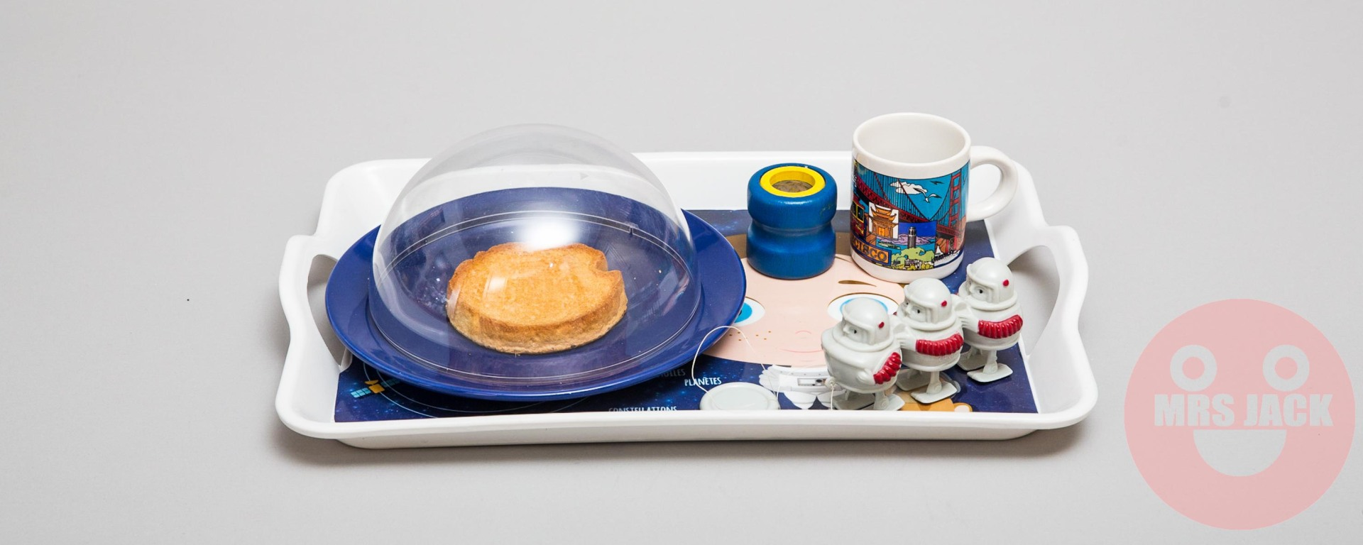 PLAYFUL TRAY SPACE
